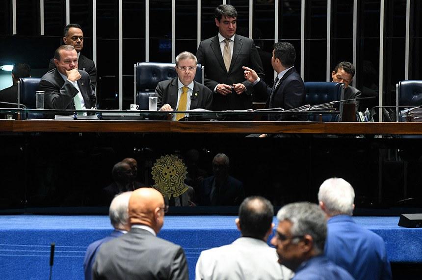 Plenário do Senado Federal durante sessão deliberativa ordinária. Ordem do dia.  Mesa: senador Wellington Fagundes (PR-MT); vice-presidente do Senado Federal, senador Antonio Anastasia (PSDB-MG); senador Marcos Rogério (DEM-RO).     Foto: Jefferson Rudy/Agência Senado