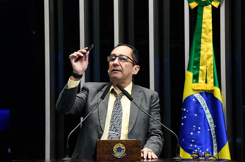 Plenário do Senado Federal durante sessão não deliberativa extraordinária.   À tribuna, em discurso, senador Jorge Kajuru (PSB-GO).  Foto: Marcos Oliveira/Agência Senado
