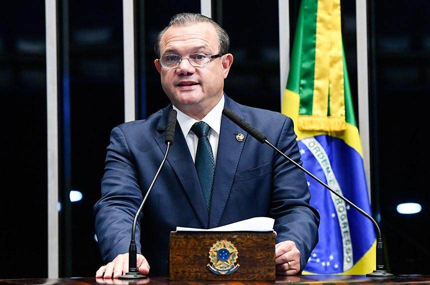 Plenário do Senado Federal durante sessão não deliberativa extraordinária.   À tribuna, em discurso, senador Wellington Fagundes (PR-MT).  Foto: Marcos Oliveira/Agência Senado