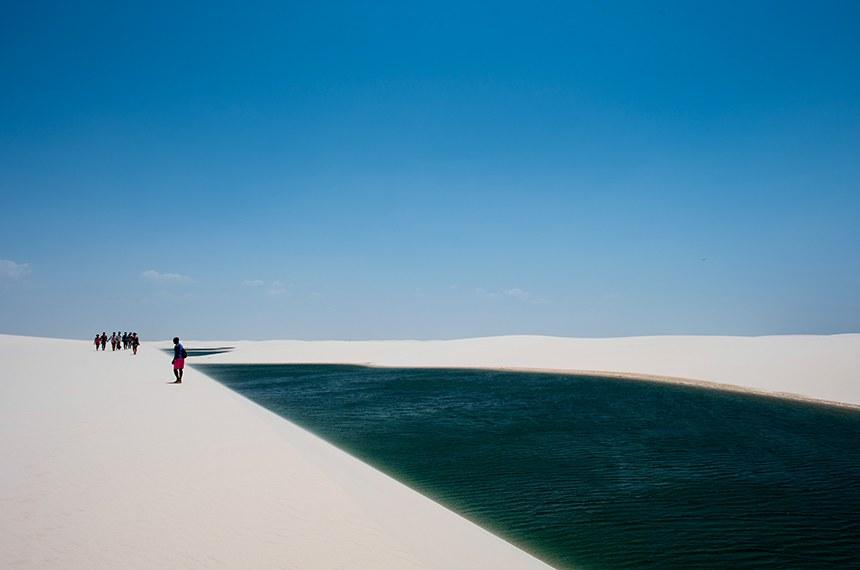 Lagoa interdunar no interior do Parque Nacional dos Lençóis Maranhenses.