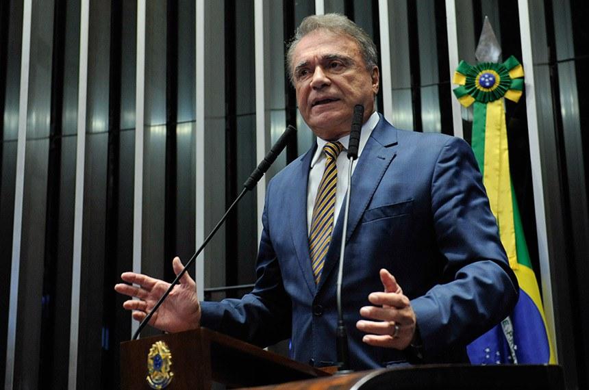 Plenário do Senado Federal durante sessão não deliberativa.   Em discurso, à tribuna, senador Alvaro Dias (Pode-PR).  Foto: Roque de Sá/Agência Senado