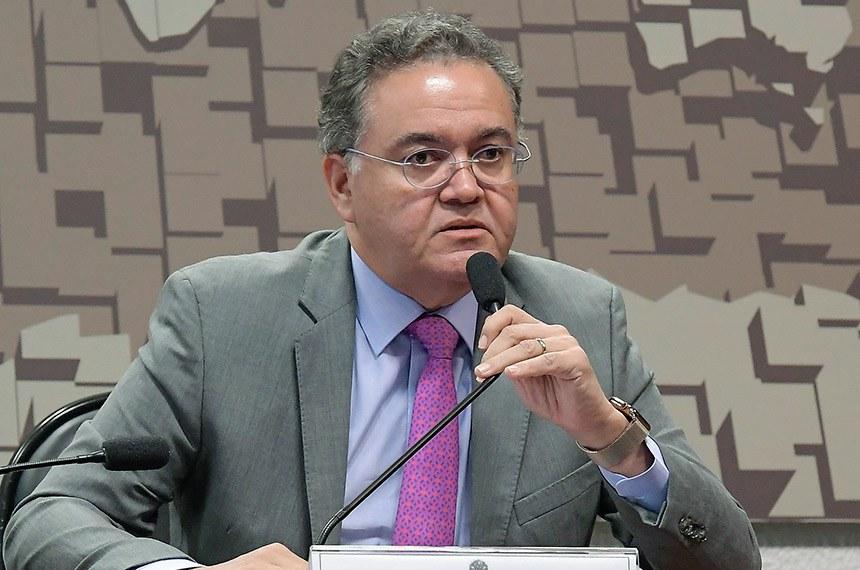 Comissão Mista da Medida Provisória (CMMPV) nº 863/2018, que dispõe sobre abertura do setor aéreo ao capital estrangeiro, realiza reunião para apreciação de relatório.  À mesa, em pronunciamento, relator da CMMPV 863/2018, senador Roberto Rocha (PSDB-MA).  Foto: Waldemir Barreto/Agência Senado