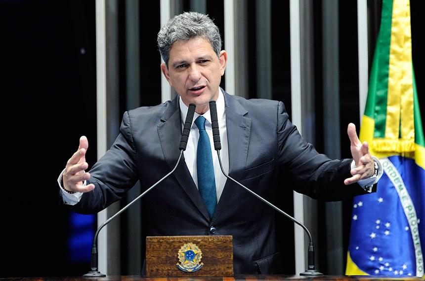 Plenário do Senado Federal durante sessão não deliberativa.   Em discurso, à tribuna, senador Rogério Carvalho Santos (PT-SE).   Foto: Roque de Sá/Agência Senado