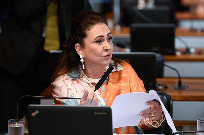 Comissão de Assuntos Econômicos (CAE) realiza reunião com 16 itens. Entre eles, o PLS 29/2018, que regula o uso de recursos do Fundo Nacional do Meio Ambiente em desastres naturais ou causados por criminoso não identificado.   Em pronunciamento, à bancada, senadora Kátia Abreu (PDT-TO).  Foto: Edilson Rodrigues/Agência Senado