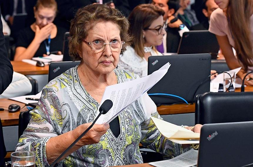 Comissão de Assuntos Sociais (CAS) realiza reunião com 11 itens, entre eles, o PL 682/2019, que estabelece benefícios fiscais a portadores de doenças raras.  À bancada, senadora Maria do Carmo Alves (DEM-SE).  Foto: Marcos Oliveira/Agência Senado