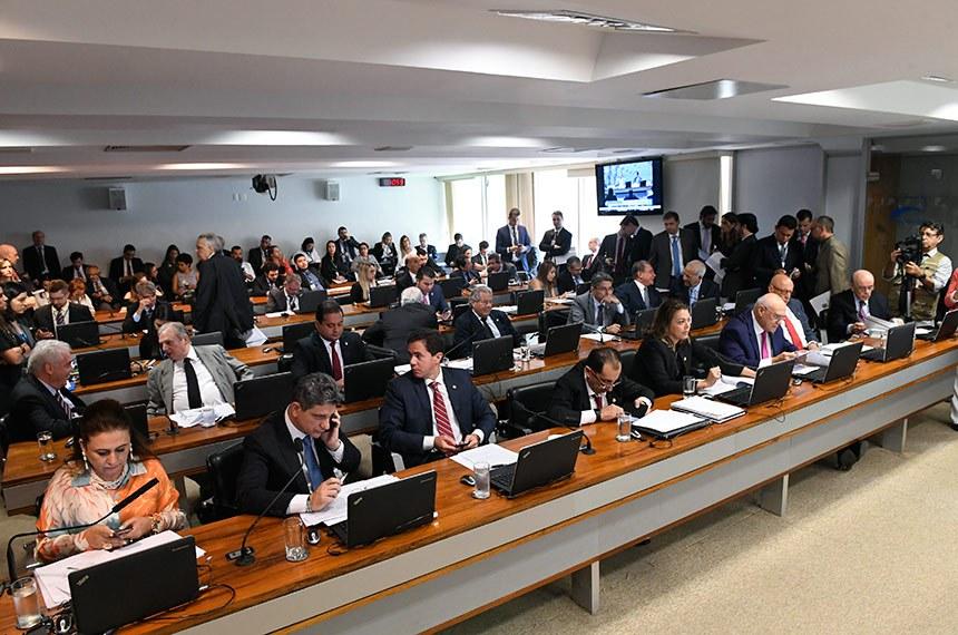 Comissão de Assuntos Econômicos (CAE) realiza reunião deliberativa com 16 itens. Entre eles, o PLS 29/2018, que regula o uso de recursos do Fundo Nacional do Meio Ambiente em desastres naturais ou causados por criminoso não identificado.   Participam:  senador Alessandro Vieira (PPS-SE);  senador Alvaro Dias (Pode-PR);  senador Esperidião Amin (PP-SC);  senador Jorge Kajuru (PSB-GO);  senador José Serra (PSDB-SP);  senador Lasier Martins (Pode-RS);  senador Luiz do Carmo (MDB-GO);  senador Oriovisto Guimarães (Pode-PR);  senador Otto Alencar (PSD-BA);  senador Rogério Carvalho Santos (PT-SE);  senador Tasso Jereissati (PSDB-CE);  senador Veneziano Vital do Rêgo (PSB-PB);  senador Weverton (PDT-MA);  senadora Kátia Abreu (PDT-TO);  senadora Leila Barros (PSB-DF).  Foto: Edilson Rodrigues/Agência Senado