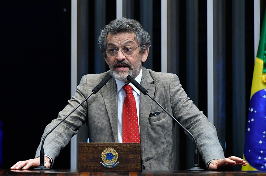 Plenário do Senado Federal durante sessão deliberativa ordinária.   À tribuna, em discurso, senador Paulo Rocha (PT-PA).  Foto: Geraldo Magela/Agência Senado
