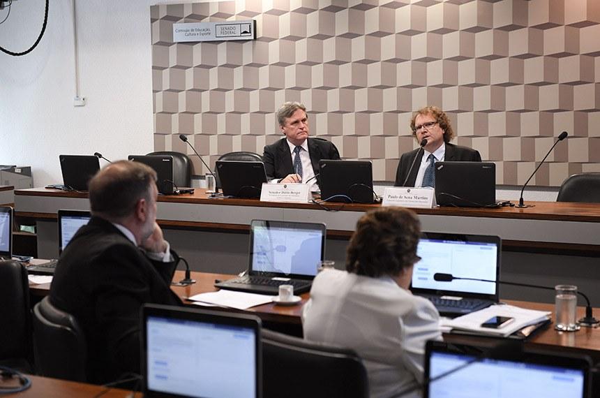 Com a experiência de quem analisa desde 2015 a PEC da Câmara que pereniza o Fundeb, o consultor Paulo de Sena Martins, já ouviu autoridades do governo e representantes de universidades e da sociedade civil