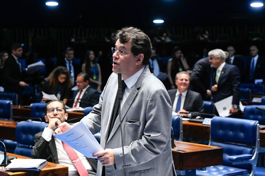 Plenário do Senado Federal durante sessão deliberativa ordinária. Ordem do dia.   À bancada, em pronunciamento, senador Eduardo Braga (MDB-AM).  Foto: Marcos Oliveira/Agência Senado