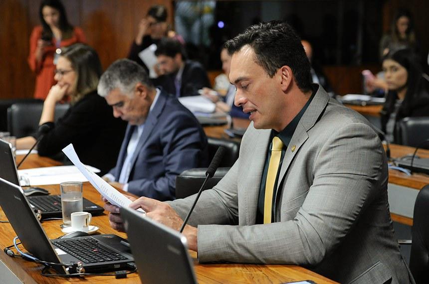 Comissão de Meio Ambiente (CMA) realiza reunião com 15 itens. Entre eles, o PLC 78/2017, que modifica a definição de semiárido.  Bancada: senadora Leila Barros (PSB-DF); senador Eduardo Girão (Pode-CE); senador Styvenson Valentim (Pode-RN) - em pronunciamento.  Foto: Jane de Araújo/Agência Senado