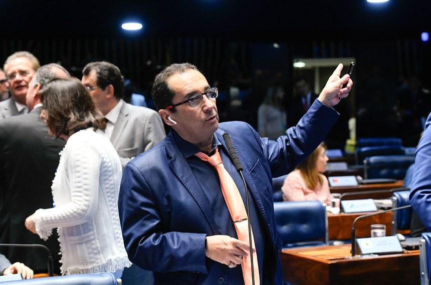 Plenário do Senado Federal durante sessão deliberativa ordinária. Ordem do dia.   Em pronunciamento, senador Jorge Kajuru (PSB-GO) à bancada.   Foto: Marcos Oliveira/Agência Senado