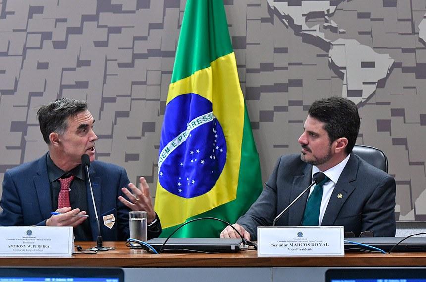 O diretor do King's Brazil Institute, Anthony Pereira, com o vice-presidente da CRE, Marcos do Val