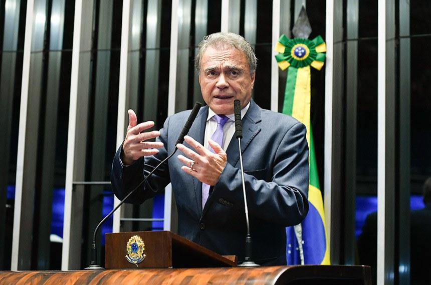 Plenário do Senado Federal durante sessão não deliberativa extraordinária.  Em discurso, à tribuna, senador Alvaro Dias (Pode-PR).   Foto: Roque de Sá/Agência Senado