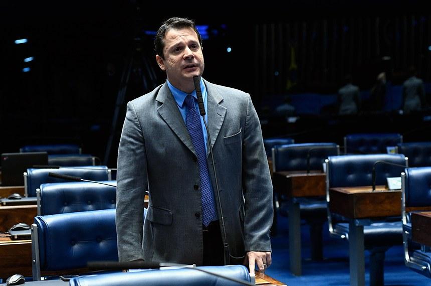Plenário do Senado Federal durante sessão não deliberativa extraordinária.  Em pronunciamento, à bancada, senador Reguffe (sem partido-DF).  Foto: Roque de Sá/Agência Senado