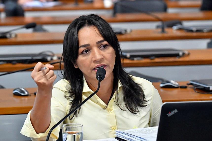Ao pedir o convite do ministro, a senadora Eliziane Gama se disse preocupada com o uso das redes sociais pelo governo e apresentou dados que apontam que 60% das publicações do presidente são inverídicas
