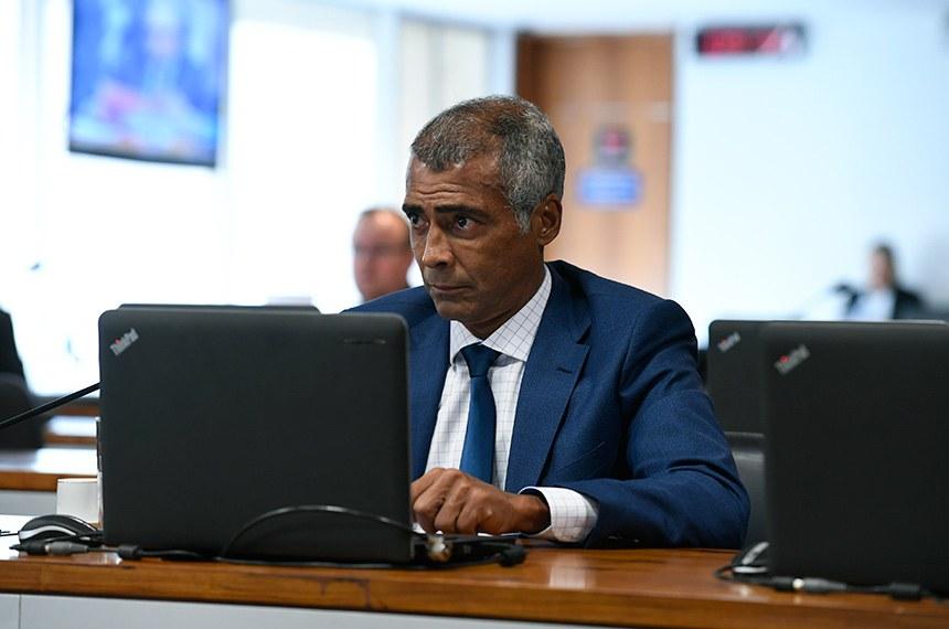 O senador Romário é o relator da PEC que determina perda de mandato para condenados por crimes previstos na Lei da Ficha Limpa