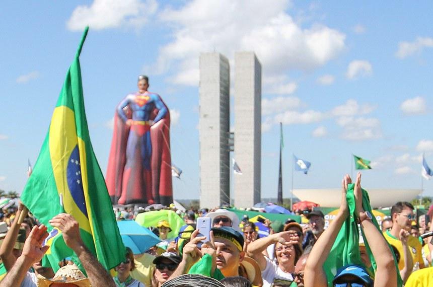 Manifestação a favor do governo Bolsonaro na Esplanada dos Ministérios