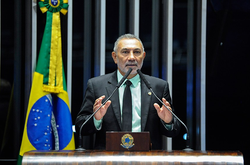 Plenário do Senado Federal durante sessão não deliberativa.   Em discurso, à tribuna, senador Telmário Mota (Pros-RR).  Foto: Roque de Sá/Agência Senado