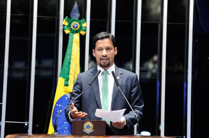 Plenário do Senado Federal durante sessão deliberativa ordinária. Ordem do dia.  Em discurso, à tribuna, senador Rodrigo Cunha (PSDB-AL).  Foto: Roque de Sá/Agência Senado