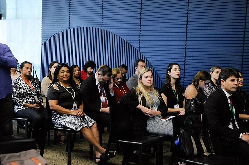 """Encontro """"Pauta Feminina - O papel da ressocialização do agressor no combate à violência contra a mulher"""", no Salão Nobre da Câmara dos Deputados.   Foto: Jane de Araújo/Agência Senado"""