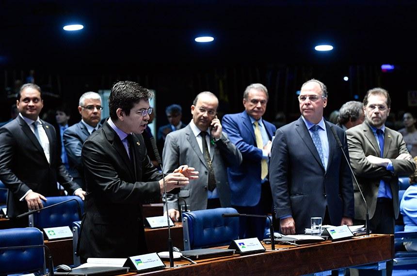 Votação das medidas provisórias que chegaram na véspera da Câmara foi adiada a pedido de senadores que pediram tempo para analisar os textos e ameaçaram pedir verificação de quórum na sessão