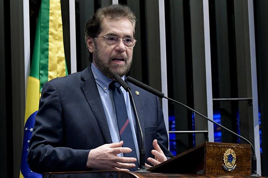 Plenário do Senado Federal durante sessão deliberativa ordinária.   Em discurso, à tribuna, senador Plínio Valério (PSDB-AM).  Foto: Waldemir Barreto/Agência Senado