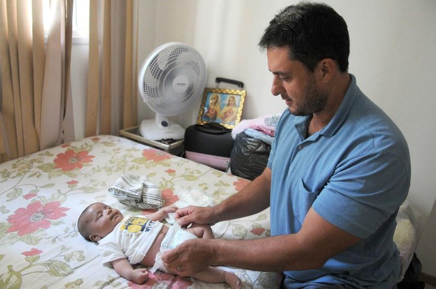 Pelo projeto, trabalhadores regidos pela CLT teriam a licença-paternidade ampliada dos atuais 5 dias para 20