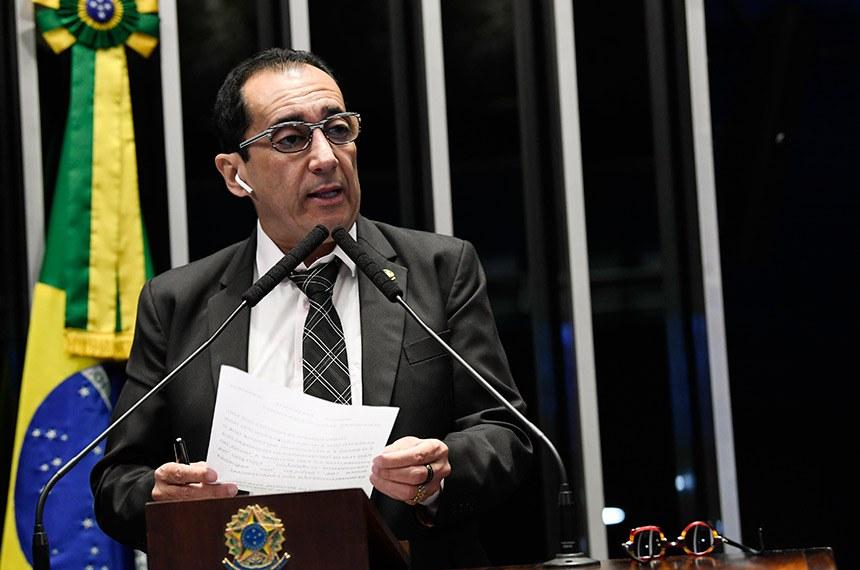 Senador calcula que, se os 700 mil brasileiros mais ricos pagarem mais, impacto na arrecadação seria superior à economia com reforma da Previdência. Ele também sugeriu redução dos gastos dos políticos