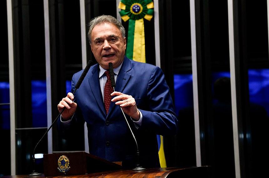 Plenário do Senado Federal durante sessão não deliberativa.   À tribuna, em discurso, senador Alvaro Dias (Pode-PR).  Foto: Jefferson Rudy/Agência Senado