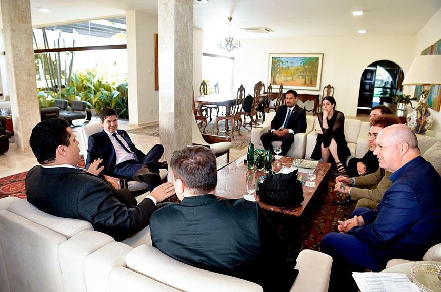 Senadores e artistas conversaram sobre o projeto que, ao incentivar o turismo, isenta os hotéis da cobrança de direitos autorais sobre músicas executadas nos quartos ocupados por hóspedes