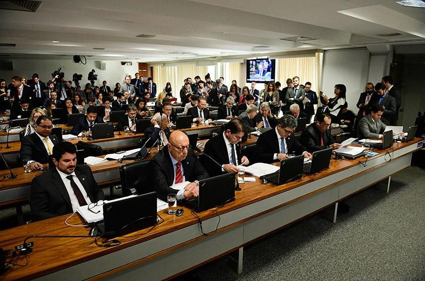 Comissão de Constituição, Justiça e Cidadania (CCJ) realiza reunião com 18 itens. Entre eles, a PEC 91/2019, que altera o procedimento de apreciação das medidas provisórias pelo Congresso Nacional.  Bancada: senador Marcos do Val (Cidadania-ES); senador Esperidião Amin (PP-SC); senador Cid Gomes (PDT-CE);  senador Rogério Carvalho Santos (PT-SE); senador Jorge Kajuru (PSB-GO); senador Veneziano Vital do Rêgo (PSB-PB).  Foto: Pedro França/Agência Senado