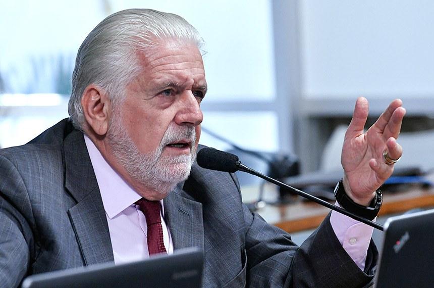 Comissão de Desenvolvimento Regional e Turismo (CDR) realiza audiência para debater venda de transportadora de gás da Petrobrás.  Em pronunciamento, senador Jaques Wagner (PT-BA) à bancada.  Foto: Geraldo Magela/Agência Senado