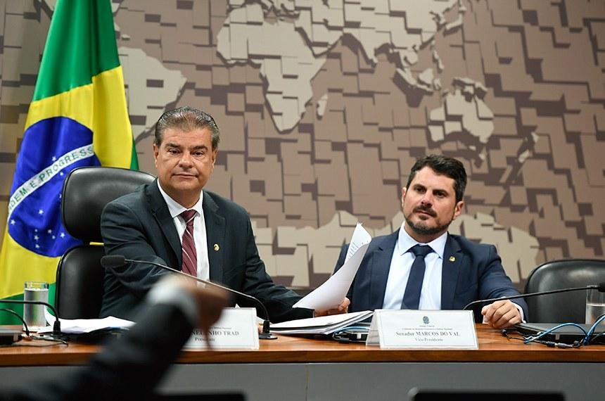 A Comissão de Relações Exteriores, responsável por aprovar diplomatas para chefiar missões diplomáticas brasileiras, tem o senador Nelsinho Trad (à esq.) como presidente e o senador Marcos do Val como vice