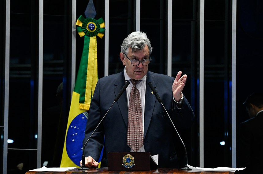 Plenário do Senado Federal durante sessão não deliberativa.   À tribuna, em discurso, senador Luis Carlos Heinze (PP-RS).  Foto: Marcos Oliveira/Agência Senado