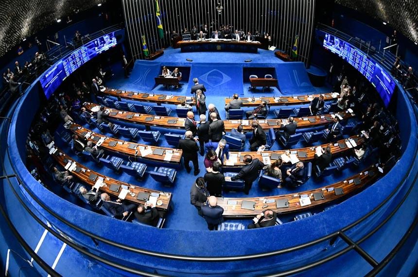 Plenário do Senado Federal durante sessão deliberativa ordinária. Ordem do dia. Geral do plenário.   À mesa, presidente do Senado Federal, senador Davi Alcolumbre (DEM-AP), conduz sessão.  Foto: Marcos Oliveira/Agência Senado