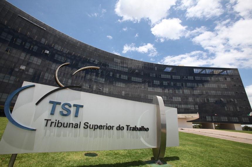 Fachada do prédio do Tribunal Superior do Trabalho - TST.