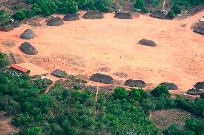 Uma aldeia típica do Alto Xingu.  Aldeia Ipatse (Parque Indígena do Xingu) - A principal comunidade dos Kuikuro.