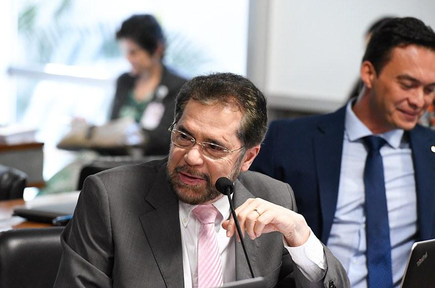 Comissão de Desenvolvimento Regional e Turismo (CDR) realiza reunião deliberativa com 11 itens, entre eles, o PLC 34/2018, que exige adequação ambiental para casas populares.  Em pronunciamento, senador Plínio Valério (PSDB-AM).  Foto: Edilson Rodrigues/Agência Senado
