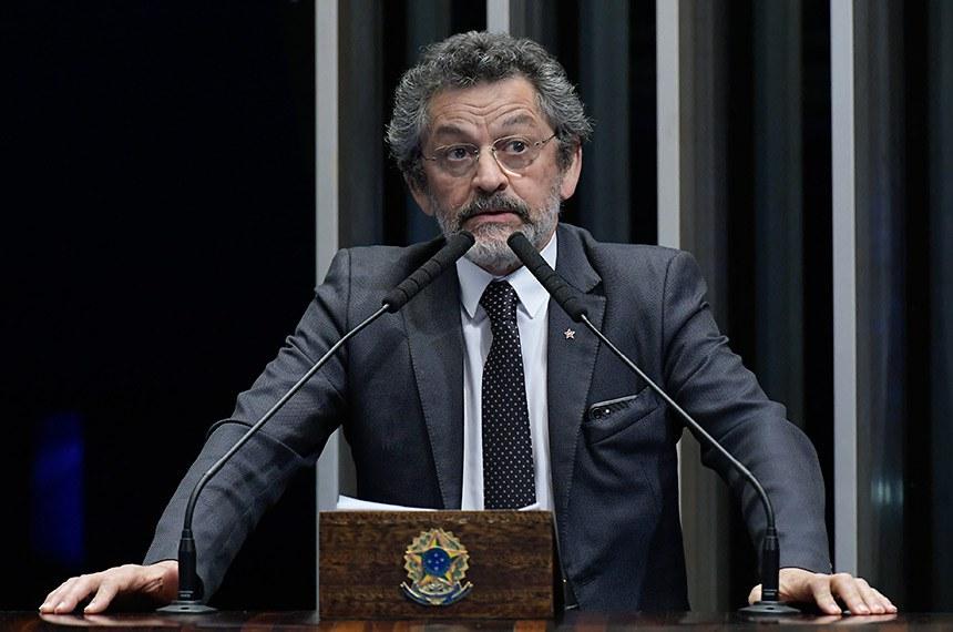 Plenário do Senado Federal durante sessão não deliberativa.   À tribuna, em discurso, senador Paulo Rocha (PT-PA).  Foto: Waldemir Barreto/Agência Senado