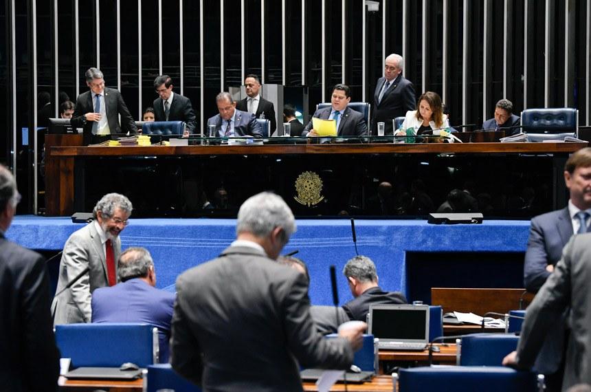 Plenário do Senado Federal durante sessão deliberativa ordinária. Ordem do dia.   À mesa: senador Eduardo Gomes (MDB-TO);  presidente do Senado, senador Davi Alcolumbre (DEM-AP); senador Otto Alencar (PSD-BA);  senadora Kátia Abreu (PDT-TO).  Foto: Jefferson Rudy/Agência Senado
