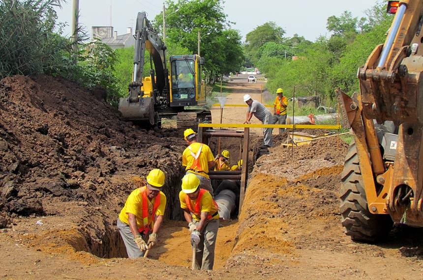Obras de saneamento básico em Alegrete, no Rio Grande do Sul, em 2013: projeto quer evitar desperdício e dispersão de recursos e concentrar orçamento em projetos que estejam mais próximos da conclusão