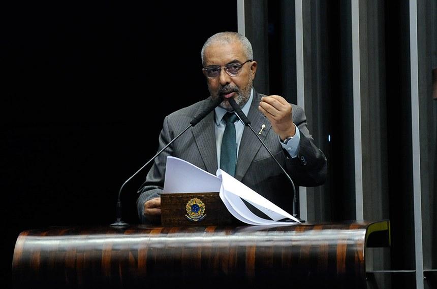 Plenário do Senado Federal durante sessão não deliberativa.   Em pronunciamento, à tribuna, senador Paulo Paim (PT-RS).  Foto: Jane de Araújo/Agência Senado