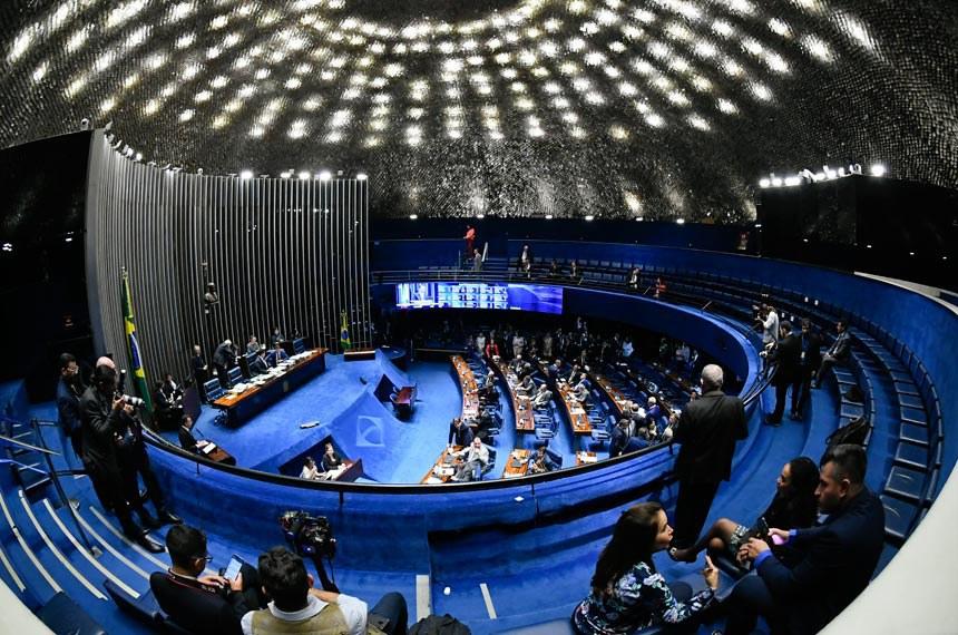 Plenário do Senado Federal durante sessão deliberativa ordinária. Ordem do dia.  Em discurso, à tribuna, senador Rodrigo Pacheco (DEM-MG).  À mesa, presidente do Senado, senador Davi Alcolumbre (DEM-AP), conduz sessão.  Foto: Marcos Oliveira/Agência Senado