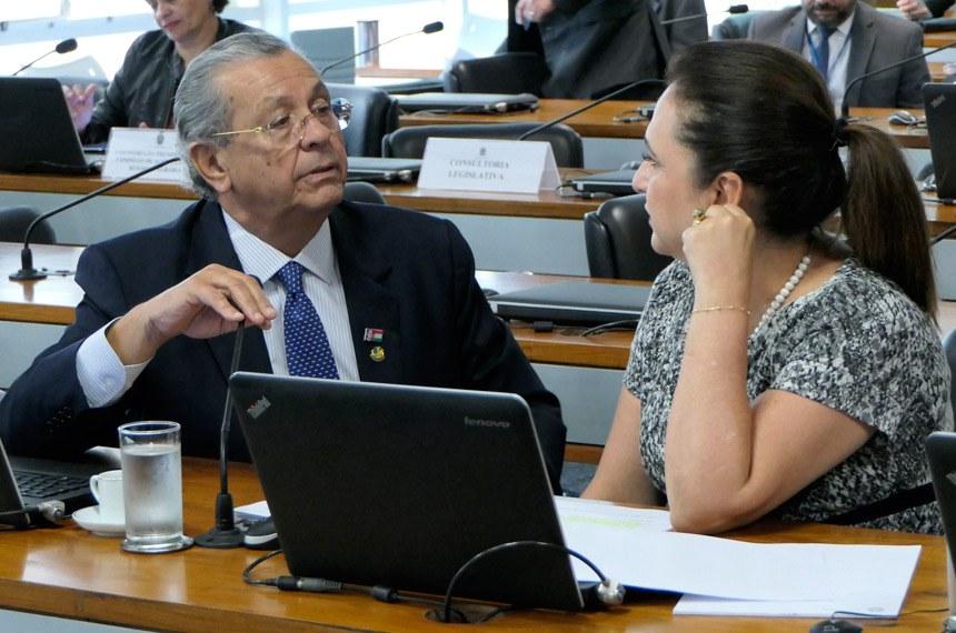 Comissão de Agricultura e Reforma Agrária (CRA) realiza reunião com 6 itens. Entre eles, o PLC 41/2017, que institui a Política Nacional de Incentivo à Produção de Café de Qualidade.   Bancada: senador Jayme Campos (DEM-MT);  senadora Kátia Abreu (PDT-TO).  Foto: Roque de Sá/Agência Senado