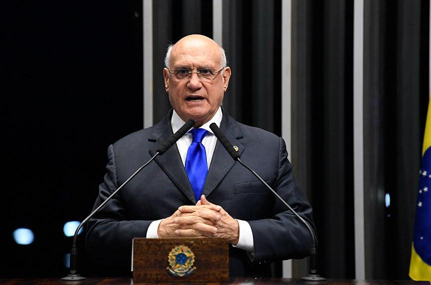 Plenário do Senado Federal durante sessão não deliberativa.   Em discurso, à tribuna, senador Lasier Martins (Podemos-RS).  Foto: Jefferson Rudy/Agência Senado