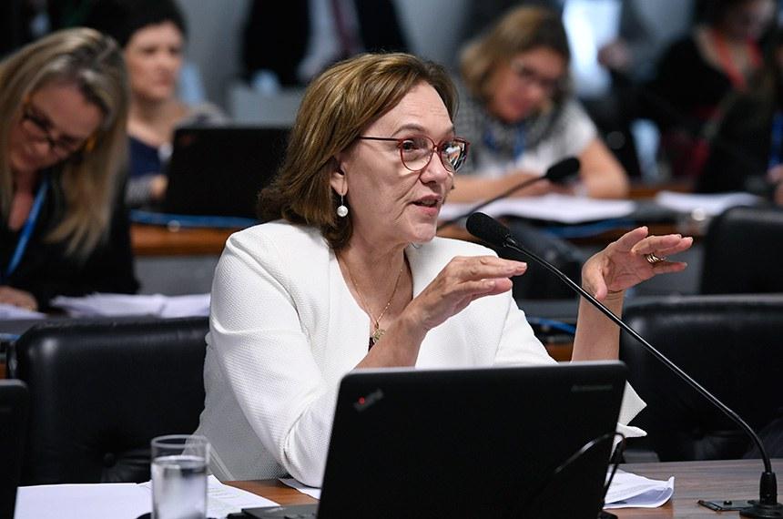 Comissão de Desenvolvimento Regional e Turismo (CDR) realiza reunião com 10 itens. Entre eles, o PLC 34/2018, que exige adequação ambiental para casas populares.  Senadora Zenaide Maia (Pros-RN)  em pronunciamento.  Foto: Edilson Rodrigues/Agência Senado