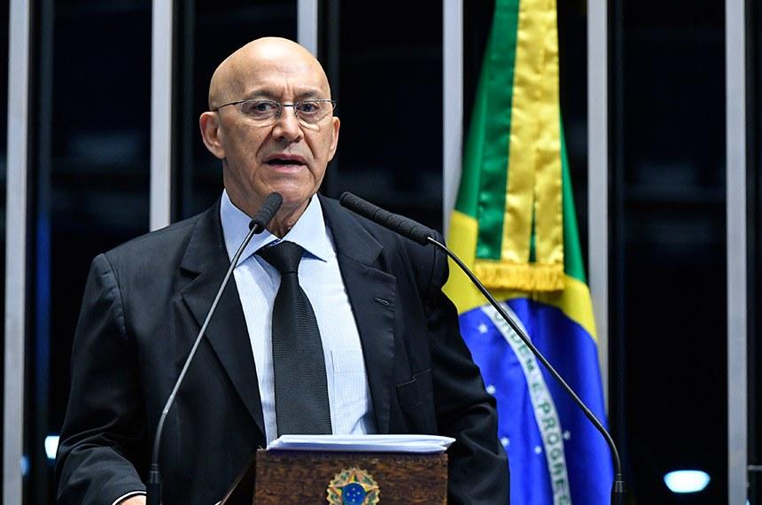 Plenário do Senado Federal durante sessão deliberativa ordinária.   Em discurso, à tribuna, senador Confúcio Moura (MDB-RO).  Foto: Geraldo Magela/Agência Senado
