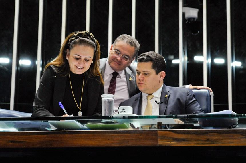 Plenário do Senado Federal durante sessão deliberativa ordinária. Ordem do dia.  Mesa: senadora Kátia Abreu (PDT-TO); senador Roberto Rocha (PSDB-MA); presidente do Senado, senador Davi Alcolumbre (DEM-AP).  Foto: Roque de Sá/Agência Senado