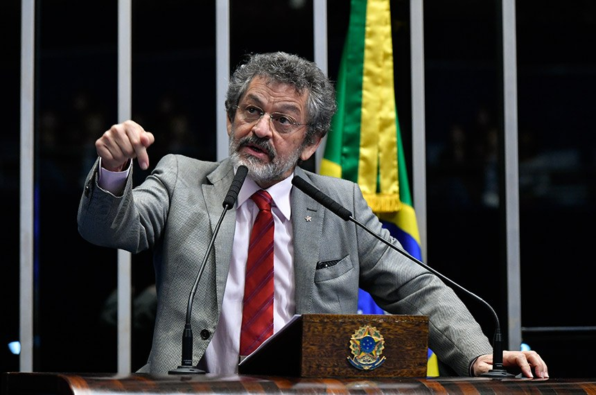 Plenário do Senado Federal durante sessão não deliberativa.   Em discurso, à tribuna, senador Paulo Rocha (PT-PA).  Foto: Geraldo Magela/Agência Senado