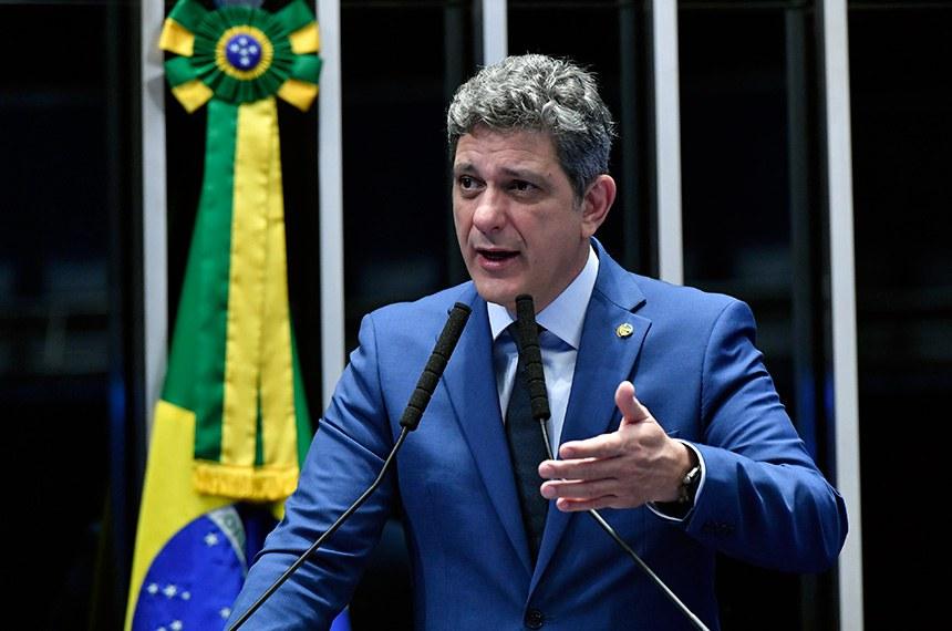 Plenário do Senado Federal durante sessão não deliberativa.   Em discurso, à tribuna, senador Rogério Carvalho Santos (PT-SE).  Foto: Geraldo Magela/Agência Senado